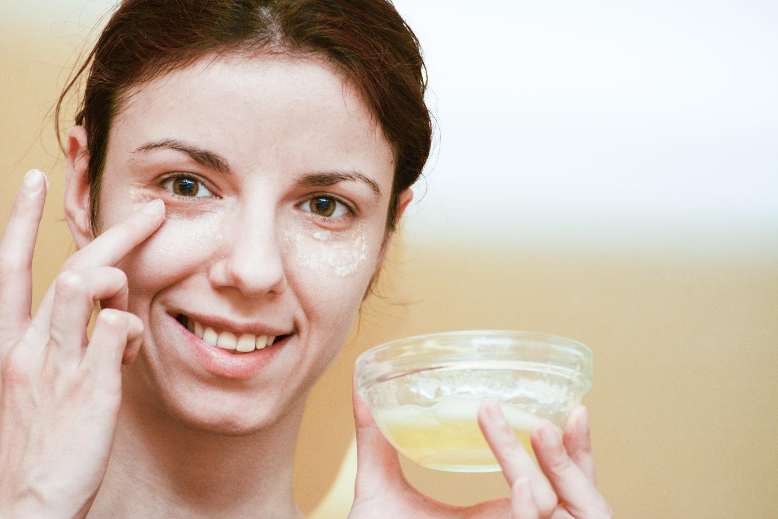 בלי לצאת מהבית: טיפוח העור ממוצרים במקרר