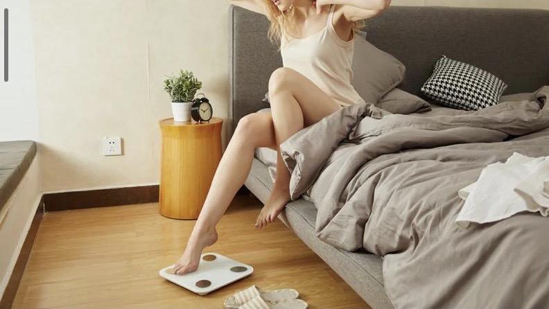 עולים על המשקל בכל בוקר? צפו למצבי רוח קיצוניים